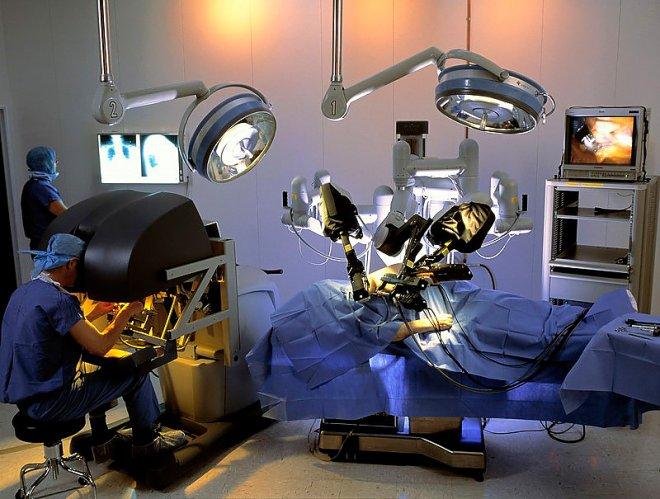 Операция в четыре руки: робот-ассистент Да Винчи позволяет проводить сложные операции в эндоскопической хирургии