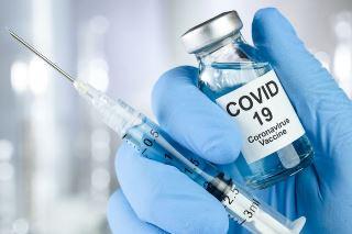 Мутации ДНК, аллергии и бесплодие: 7 главных мифов о вакцине от коронавируса